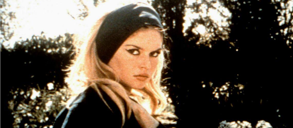 PHOTOS – Coiffure   De Brigitte Bardot à Rihanna   le foulard est toujours  la star des accessoires cheveux ! - Gala 6a04e690da1