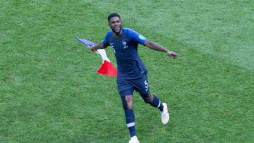 Samuel Umtiti: le champion du monde ne quitte plus sa coupe du monde… même sous la douche
