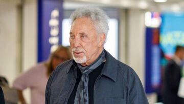 Tom Jones hospitalisé, le chanteur de 78 ans face à des problèmes de santé inquiétants