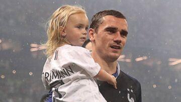 VIDEO – Antoine Griezmann accueilli en héros à Mâcon avec sa femme et sa fille Mia
