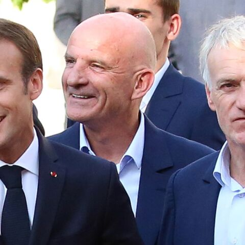 Photo d'Emmanuel Macron surexcité en tribunes: la réaction (très drôle) de Didier Deschamps