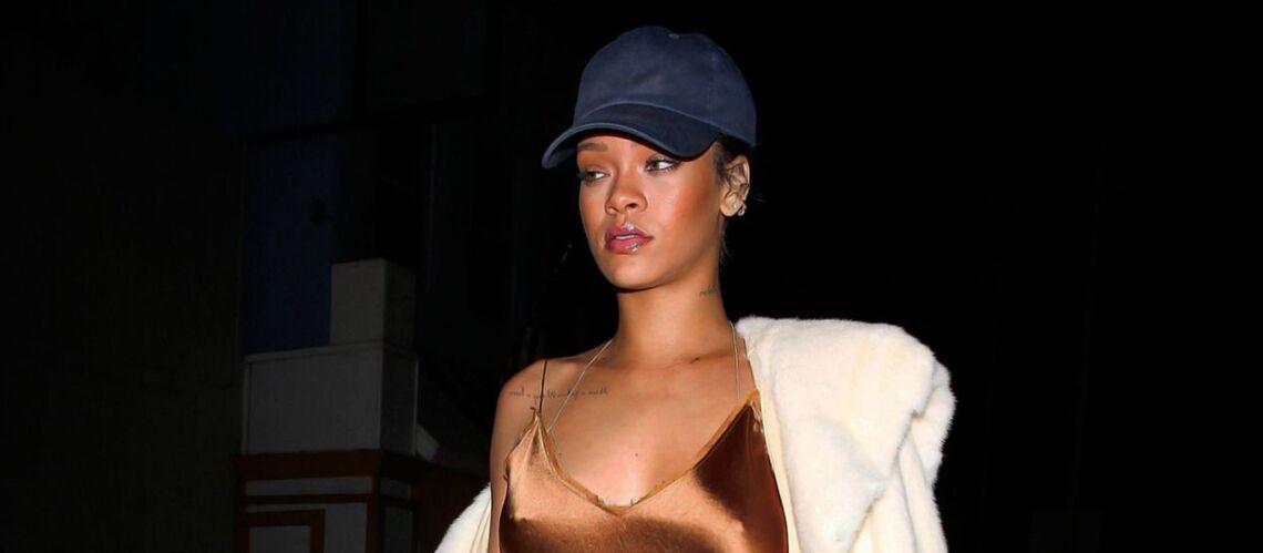 PHOTOS – Casquettes et visières   adoptez l accessoire star de l été 2018  comme Rihanna et Bella Hadid - Gala 9b0520642ef