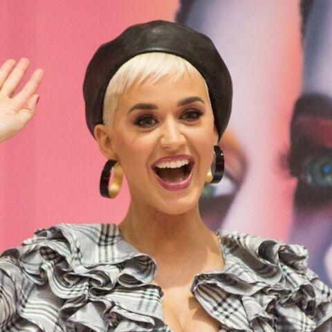 """PHOTOS – Katy Perry impressionnée par sa rencontre avec la """"reine"""" Céline Dion: une amitié improbable"""