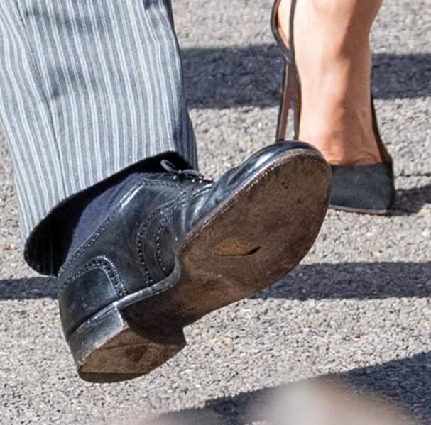 Détail malheureux: Harry portent des chaussures trouées !