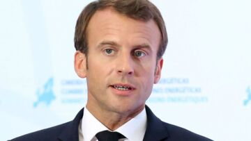 Pourquoi Emmanuel Macron pose un lapin au prince William