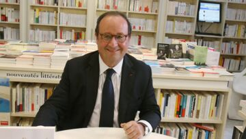 PHOTOS – François Hollande: A Cassis, il provoque la cohue lors d'une séance de dédicaces et ne boude pas son plaisir