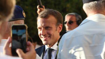 PHOTOS – Brigitte et Emmanuel Macron de sortie à Bormes-les-Mimosas: la foule les accueille avec joie
