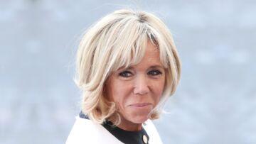 PHOTOS –Brigitte Macron et sa fille Tiphaine Auzière: balade complice à la plage