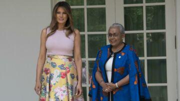 PHOTOS – Melania Trump ose encore une fois le top rose ultra moulant à la Maison-Blanche