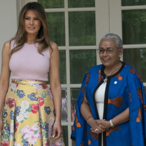 PHOTOS – Melania Trump ose encore une fois le top rose ultra moulant à la Maison-Blanche