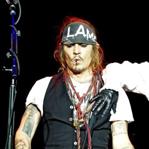 Johnny Depp dépressif et en mauvaise santé? Un proche balaye les rumeurs