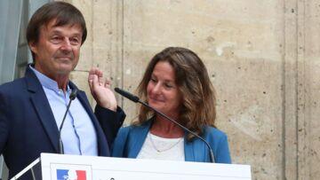 VIDÉO – Nicolas Hulot en larmes, sa femme Florence à ses côtés pour le soutenir