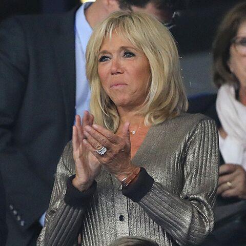 PHOTOS – Brigitte Macron rayonnante en gilet métallisé: elle attire tous les regards lors du match des Bleus