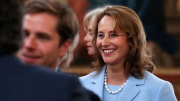 Ségolène Royal: le sourire retrouvé auprès de François Hollande pour le mariage de Thomas
