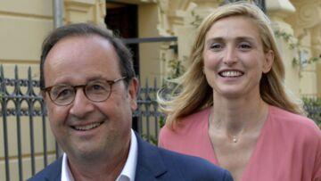 Julie Gayet et François Hollande posent en amoureux après le mariage de Thomas