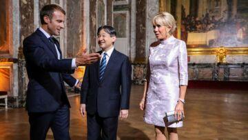 PHOTOS – Brigitte Macron, en satin mauve et escarpins argentés: un look de geisha pour sa rencontre avec le prince héritier du Japon