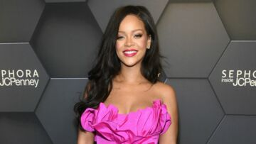 PHOTOS – Rihanna radieuse en total-look rose pour le premier anniversaire de Fenty Beauty