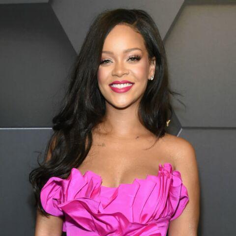 PHOTOS – Rihanna radieuse en total-look rose pour le premier anniversaire de Fenty Beauty