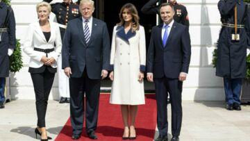 PHOTO – Melania Trump dévoile ses jambes en manteau Gucci qu'elle porte comme une robe