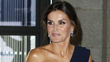 PHOTOS – Comment raffermir son cou comme Angelina Jolie, Letizia d'Espagne, Sophie Marceau?