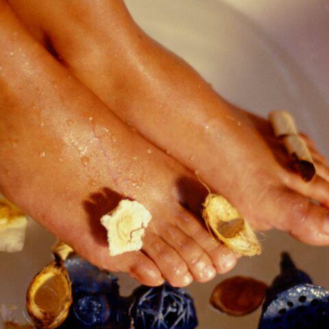 Comment retrouver de jolis pieds et effacer la corne?