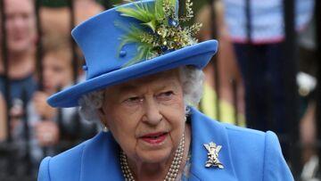 Vive émotion pour la reine Elizabeth II: sa dame de compagnie chute et manque de la faire tomber à Balmoral