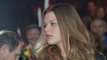 PHOTO – Camille Gottlieb, la fille cadette de Stéphanie de Monaco, joue à la bad girl, avec un décolleté plongeant et une cigarette à la bouche