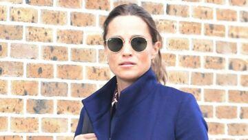 PHOTOS – Pippa Middleton enceinte et très élégante en baskets de luxe et manteau tendance