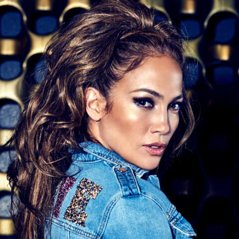 Jennifer Lopez, Estelle Lefébure, Paris Hilton… Pourquoi les femmes adorent les jeans Guess