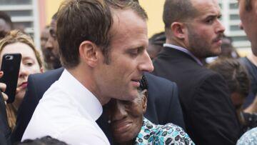 VIDEO – Emmanuel Macron en visite à Saint-Martin: scène émouvante d'un président qui serre dans ses bras une vieille dame qui a tout perdu