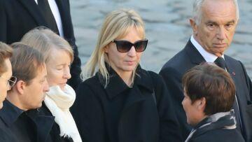 VIDEO – Hommage national à Charles Aznavour: sa femme et ses enfants émus mais dignes