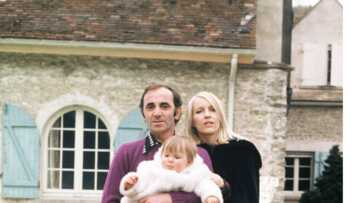 Charles Aznavour: découvrez cet émouvant bijou offert par son épouse Ulla et qu'il ne quittait jamais