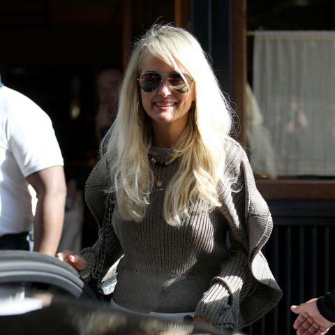 PHOTOS – Laeticia Hallyday en virée shopping, la veuve de Johnny prend du bon temps