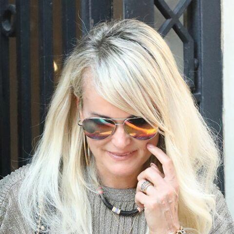 PHOTOS – Laeticia Hallyday de retour à Paris… déjà chez son avocat