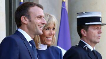PHOTO – Emmanuel et Brigitte Macron en amoureux à l'Elysée… le couple présidentiel plus uni que jamais