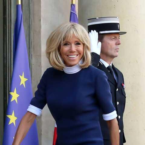 PHOTOS – Brigitte Macron solaire au côté de son mari pour un déplacement symbolique quelques jours après la mort de Charles Aznavour