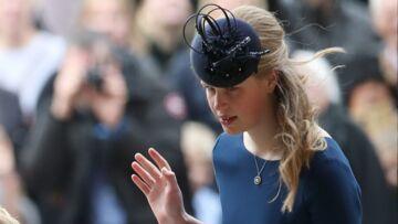 VIDÉO – Mariage d'Eugénie d'York: la petite-fille de la reine, Lady Louise, dévoile accidentellement sa culotte