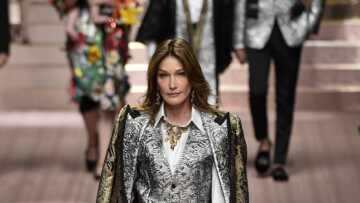 PHOTO – Carla Bruni nous invite dans son lit, sur Instagram