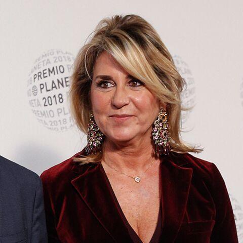 PHOTOS – Susana Gallardo, la compagne de Manuel Valls, élégante en costume en velours rouge et escarpins léopard