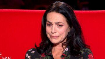 VIDÉO – Lio en larmes évoque comment son père l'a enlevée enfant