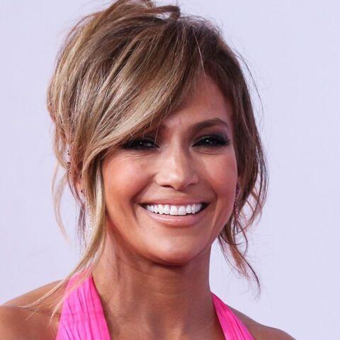 PHOTO – Jennifer Lopez toujours aussi canon en maillot de bain à 49 ans