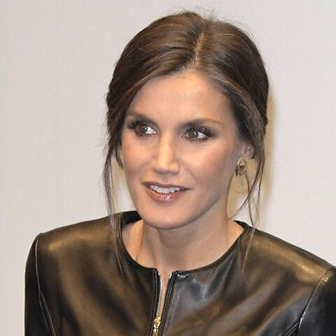 PHOTOS – Letizia d'Espagne, reine super sexy dans une veste moulante en cuir noir