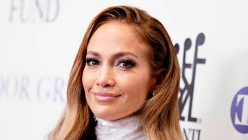 Jennifer Lopez, sculpturale à 49 ans: elle dévoile son corps de rêve