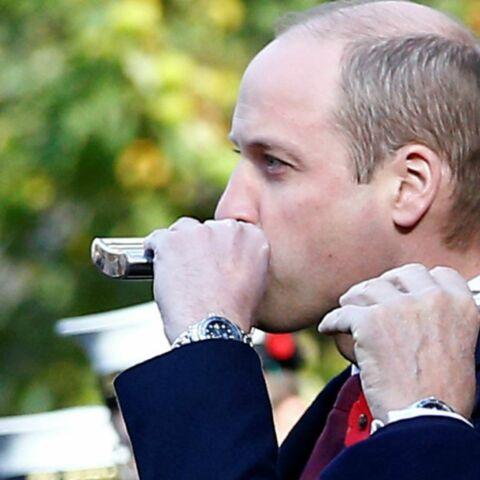 PHOTOS – William photographié une fiole à la main: que contient vraiment cette petite gourde?