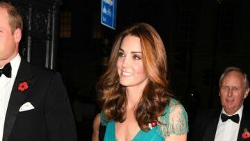 PHOTOS – Kate Middleton, radieuse dans une robe fluide et joliment décolletée