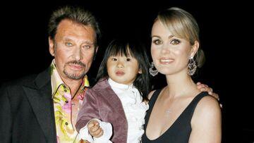 Pourquoi Johnny et Laeticia Hallyday n'ont pas voyagé avec Jade en première après son adoption: la vraie raison qui met fin aux rumeurs