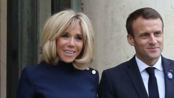 VIDÉO – Brigitte Macron déséquilibrée: la Première dame n'est pas passée loin de la chute sur le perron de l'Elysée!