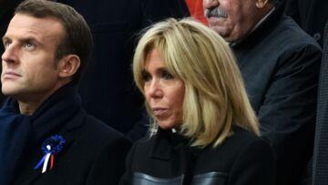PHOTOS – Brigitte Macron fashion sous la pluie: son manteau à plus de 3 000 euros fait le buzz