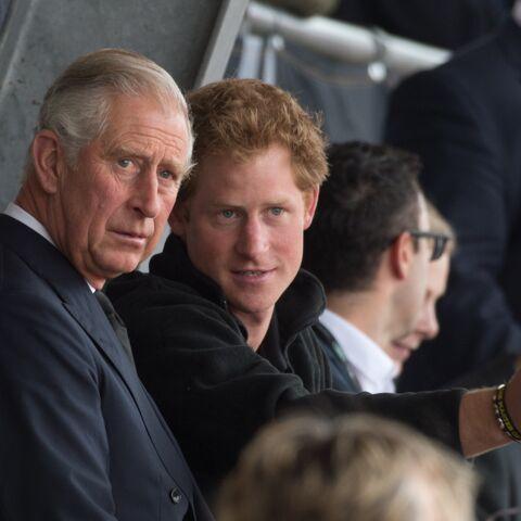 VIDEO – Le prince Charles, jeune et barbu: son étonnante ressemblance avec le prince Harry