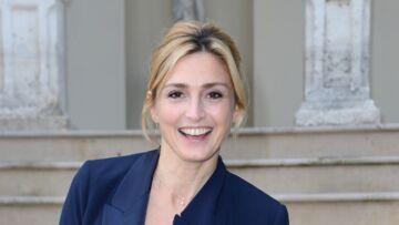 VIDEO – Julie Gayet: quand Philae, le labrador de François Hollande, perturbe un photocall avec l'actrice